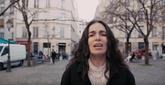 Yael Naim chante «My sweetheart» a capella dans les rues de Paris