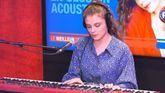 Maëlle interprète «L'Effet de Masse» en piano-voix sur RFM