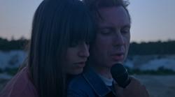 Alex Kapranos et Clara Luciani dévoilent leur reprise de «Summer Wine» !