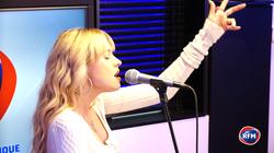 Angèle interprète « Bruxelles je t'aime » en version acoustique !