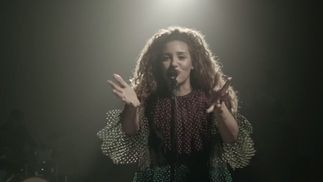Kimberose reprend «Smile» de Nat King Cole