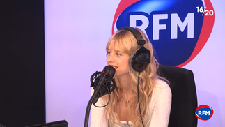 Angèle interprète « Fever » dans le 16/20 RFM + Interview !